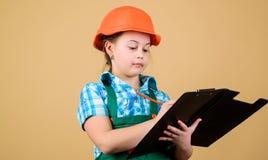 De architect van de bouwersingenieur Toekomstig beroep Het meisje van de jong geitjebouwer Bouw uw toekomst zelf Harde het meisje stock fotografie