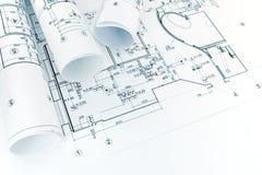 De architecturale tekeningen van het vloerplan en broodjes van blauwdruk stock foto's