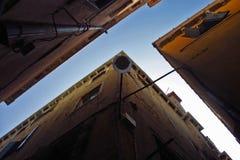 De architectuur die van Venetië, Italië omhoog eruit zien Stock Afbeeldingen