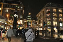 De architectuur in Dusseldorf in Duitsland bij nacht Royalty-vrije Stock Afbeelding