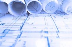De architectuur rolt de architecturale architect van het plannenproject Stock Foto's