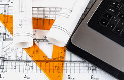 De architectuur rolt de architecturale blauwdrukken van de plannenarchitect Royalty-vrije Stock Foto