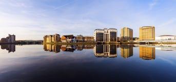 De architectuur van Belfast langs Rivier Lagan stock afbeeldingen