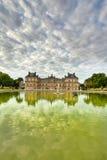 De architectuur van Parijs het Louvre Stock Afbeelding