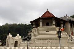 De architectuur van de Tempel van de Heilige Tand in Kandy stock afbeeldingen