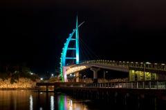De Architectuur Zwarte achtergrond van Saeyeonbrug Gekleurde Lichten Stock Foto