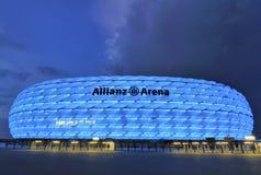 De Arena van Allianz bij nacht Stock Foto's