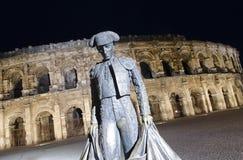 De Arena van Nîmes bij nacht stock foto's