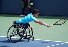 De Argentijnse speler Gustavo Fernandez van het rolstoeltennis in actie tijdens US Open 2017 Rolstoelmensen ` s kiest halve final stock fotografie