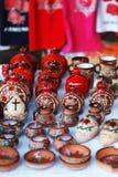 De Armeense oude de kleikop van het stijlaardewerk in granaatappel geeft de markt Vernisazh gestalte Stock Foto's