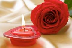 De aromatische kaars en rood nam toe Royalty-vrije Stock Foto