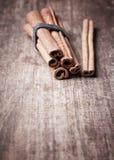 De aromatische pijpjes kaneel sluiten omhoog Royalty-vrije Stock Afbeeldingen