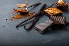 De artisanale achtergrond van het chocoladevoedsel stock foto's