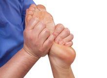 De arts-chiropodist doet een onderzoek en een massage van de geduldige voet van ` s royalty-vrije stock afbeelding