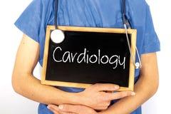 De arts toont informatie over bord: cardiologie MEDISCH concept stock afbeeldingen
