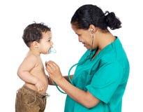 De arts van de dame met een baby stock afbeelding