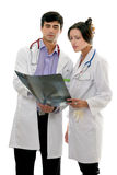 De artsen bespreken geduldige röntgenstraal Stock Afbeelding