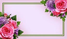 De aster en nam bloemenregeling en een kader toe Royalty-vrije Stock Foto