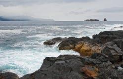 De Atlantische Oceaan op een bewolkte dag Royalty-vrije Stock Foto's