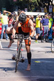 De atleet begint de fietstest in Pescara ` s Ironman 70 3 Stock Fotografie