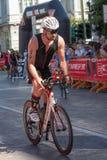 De atleet begint de fietstest in Pescara ` s Ironman 70 3 Stock Afbeelding