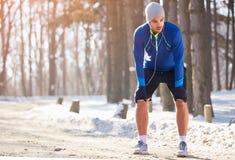 De atleet maakt pauze van het lopen royalty-vrije stock afbeelding