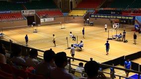 De atleten spelen Badminton stock videobeelden