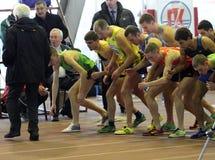 De atleten stellen bij het begin op Stock Foto's