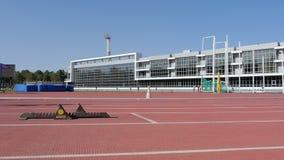 De atletenagenten beginnen bij stadion van 400 m stock videobeelden