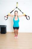 De atletische vrouw maakt oefening royalty-vrije stock foto