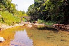 De atmosfeer, bergen, hemel, betrekt Mooie watervallen Pileok Subdistrict in de Oude mijn van Mueang Kanchanaburi dichtbij Thais- royalty-vrije stock afbeelding