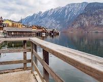 De atmosfeer in het dorp hallstatt Oostenrijk stock foto