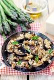 De auberginesaubergines sautéed met broodkruimels en kaas royalty-vrije stock fotografie