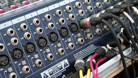 De audiocontactdozen van de productieconsole stock footage