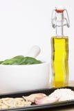 De authentieke Italiaanse ingrediënten van de pestosaus Royalty-vrije Stock Afbeelding