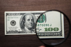 De authentificatie van het honderd dollarsbankbiljet Royalty-vrije Stock Fotografie