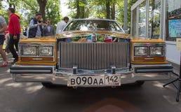 De auto Cadillac bij de show van de auto's van inzamelingsretrofest royalty-vrije stock fotografie