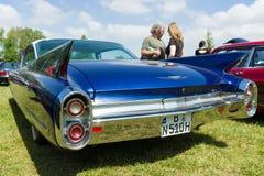 De auto Cadillac Coupe DE Ville, 1960 van de ware grootteluxe Royalty-vrije Stock Foto