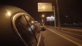 De auto in het verkeer van de nachtstad stock videobeelden