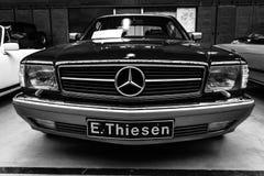 De auto Mercedes-Benz van de ware grootteluxe 560 seconden (C126), 1991 Stock Afbeeldingen