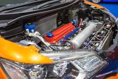 De auto met wijzigt motor, hoge prestaties en sportwagen royalty-vrije stock afbeelding