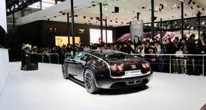 De auto's en de bezoekers van de luxe Royalty-vrije Stock Fotografie