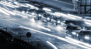 De auto's en het licht van het verkeer Royalty-vrije Stock Foto
