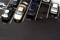 De Auto's van het parkeerterrein Stock Foto's