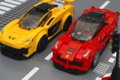 De auto's van Lego LaFerrari en van Lego McLaren P1 Stock Afbeelding