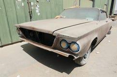 1960 de auto van Buick le sabre verlaten in ruïne Royalty-vrije Stock Afbeeldingen