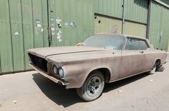 1960 de auto van Buick le sabre verlaten in ruïne die restauratie vergen Royalty-vrije Stock Foto