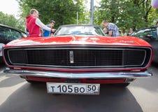 De auto van Chevrolet van Kamaro bij de show van de auto's van inzamelingsretrofest royalty-vrije stock afbeelding