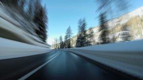 De auto van de sneeuwweg het drijven het landschap van de straatwinter het verzenden stock footage