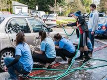 De auto van de tienerjarenwas voor liefdadigheid fundraiser Stock Foto's